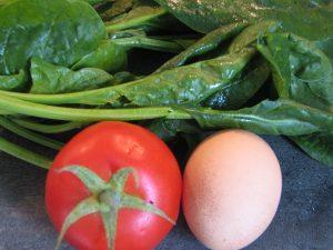 spinazie, ei, tomaat